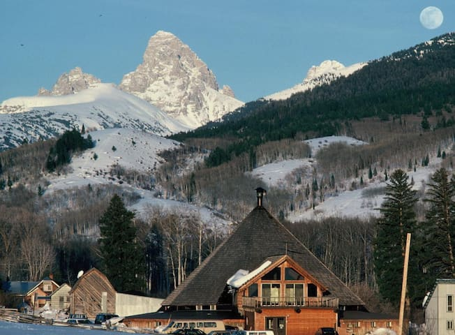 Mountain Lodge in the Teton Valley | Twin Room