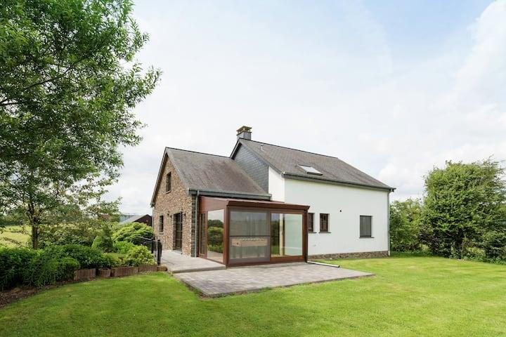 Moderne Villa mit Infrarot-Sauna in Houffalize