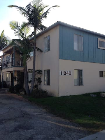 Nice 1 bed 1 bath apt in a 4U bldg - Hawthorne - Apartment