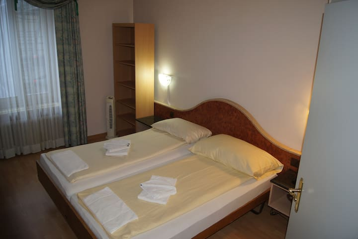 4 Rooms 12 Beds, all private, 140 mtr to train - Luzern - House