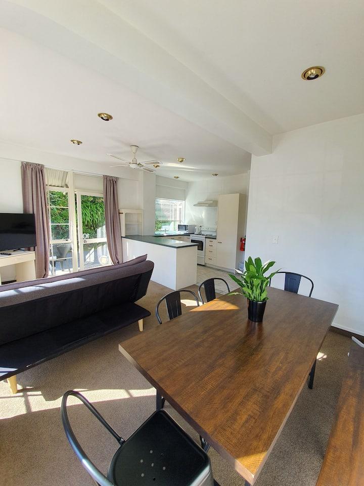 U Studios Paraparaumu Beach: 2 Bedroom Apartment