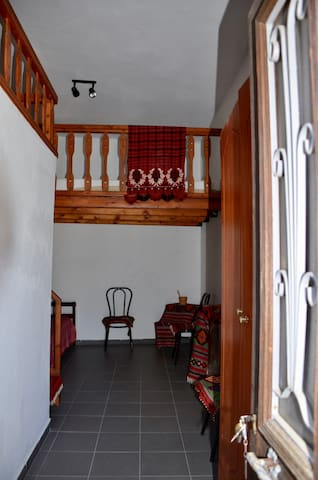 The entrance to Giannis-bedroom.
