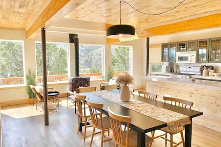 New! Cozy Hilltop Chalet with 360 views