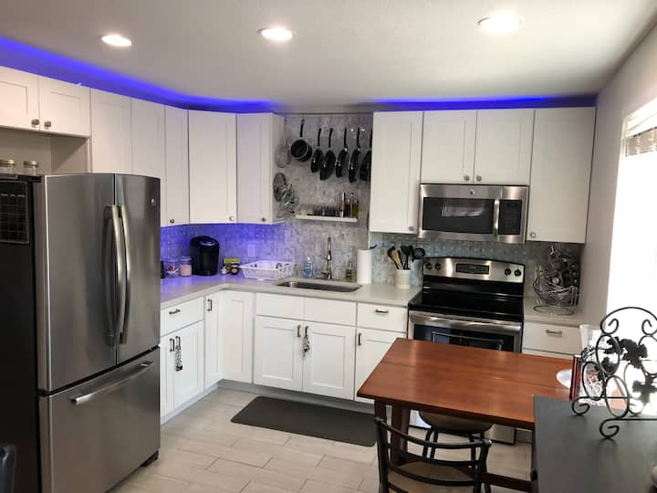 Beautiful 1 Bed/1 Bath in College Park Orlando