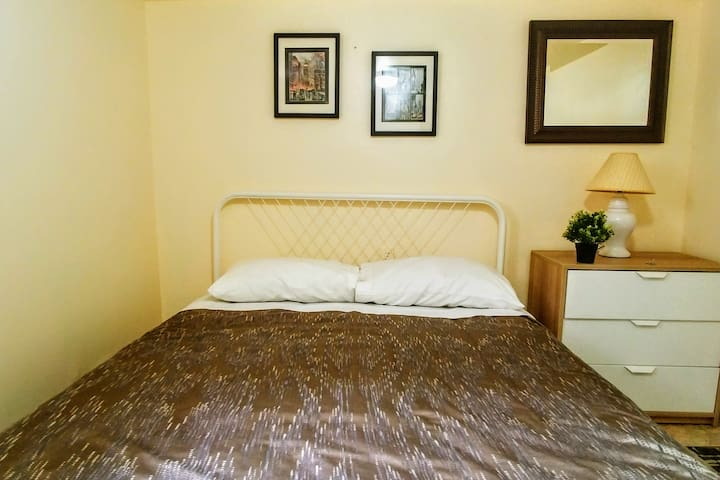 Cozy room next to NYC bus & EWR | No Cleaning fee