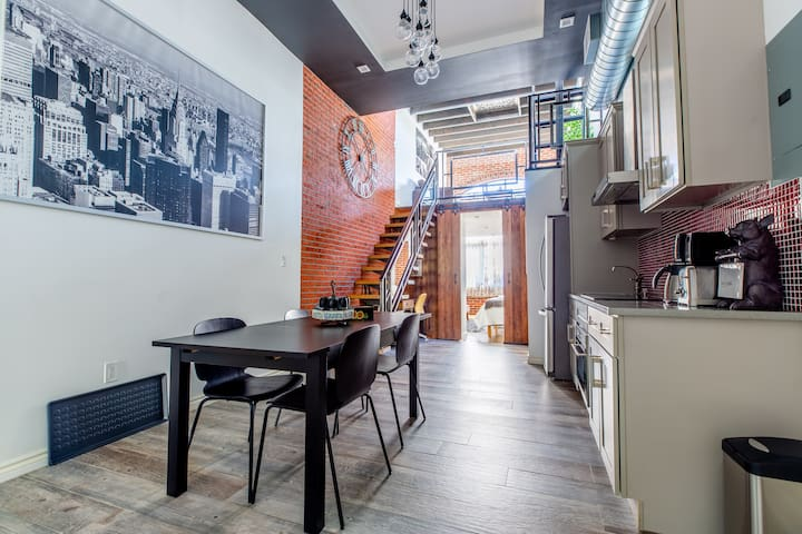Loft with private Rooftop + Balcony 4 Beds 2 Baths