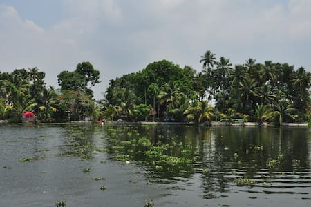 Vacation Waterfront Villa - Alleppey Backwaters - Alappuzha