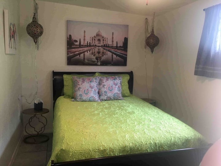 Stylish Mini Studio, Close to I-10 Central Private