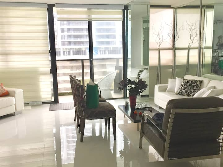 Roommate for FURNISHED & SPACIOUS 2/2 in Edgewater