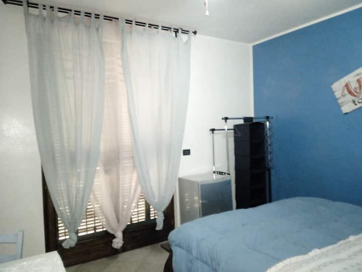 Camera attrezzata con bagno privato.