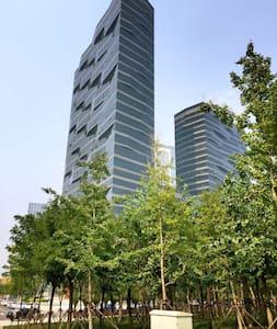 酒店式公寓高層臨海河大床房 - Tianjin - Huoneisto