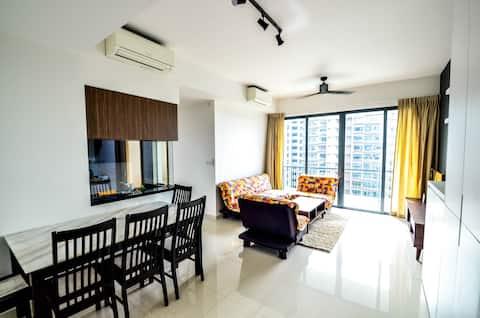 Modern 3 bedroom Condominium Near Public transport