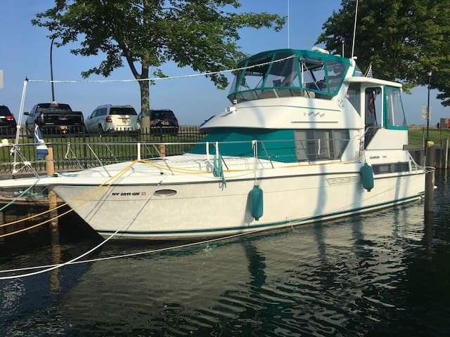 Memorable Yacht Vacation on Historic Erie Canal•