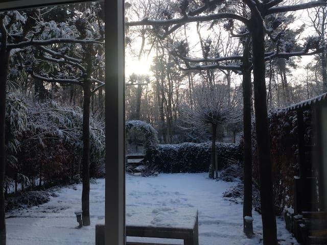 Gezellig huis direct aan het bos - Emmen - Haus