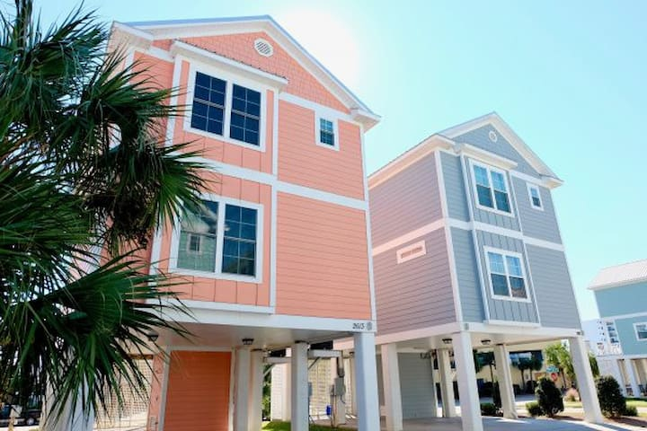 4 Bedroom/3 Bath Cottage facing Ocean Blvd - steps from beach!