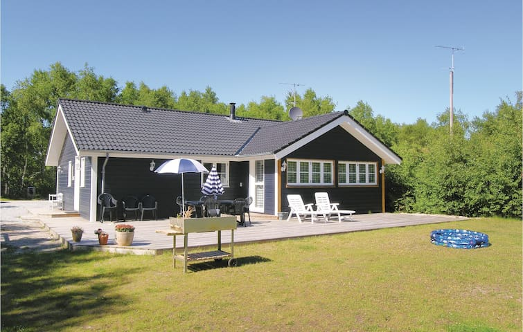 Holiday cottage with 4 bedrooms on 112 m² in Ebeltoft