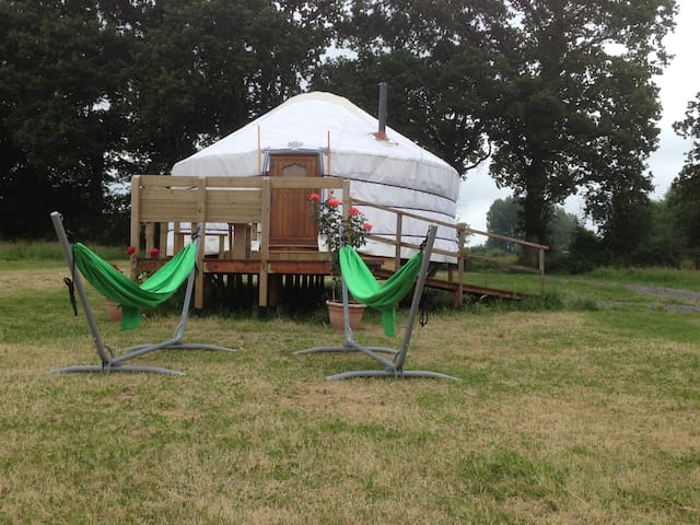 Luxurious Yurt in Private Field - Saint-Fromond