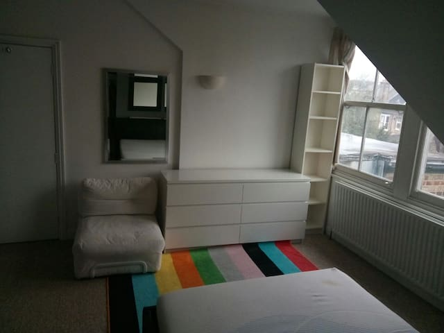 Large double Room for rent for £700 for one month
