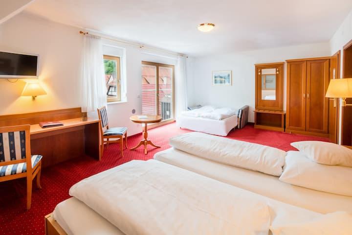 Hotel Ochsen, (Blaubeuren), Vierbettzimmer mit Dusche