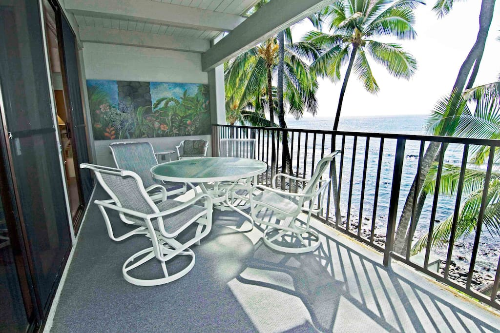 Large private lanai right on the ocean.  Watch for dolphins and whales while the local surfers catch the big ones!