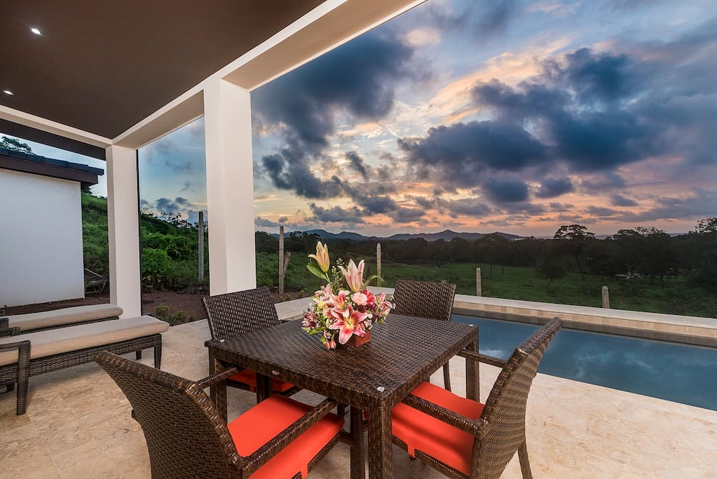 Amazing views, lounge area, BBQ, private pool