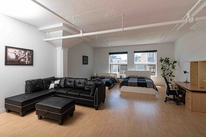 Condo downtown with private indoor parking !