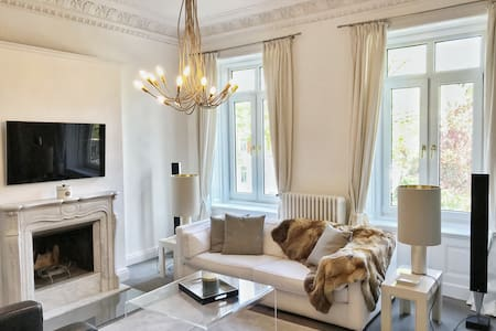 Luxurious & elegant apartment in Central Hamburg