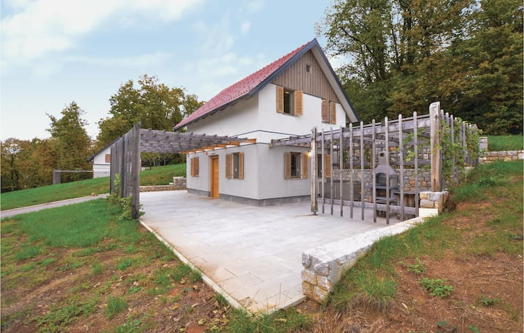 Holiday cottage with 1 bedroom on 96 m² in Mirna Pec
