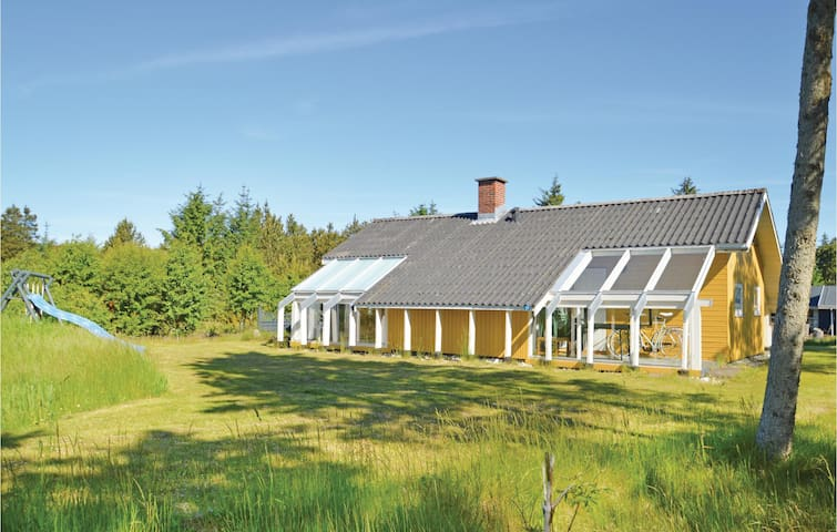 Holiday cottage with 3 bedrooms on 72 m² D7471