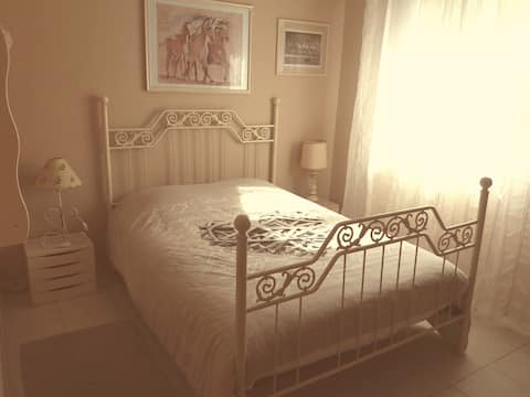 Chambre cosy dans jolie maison en bois au calme