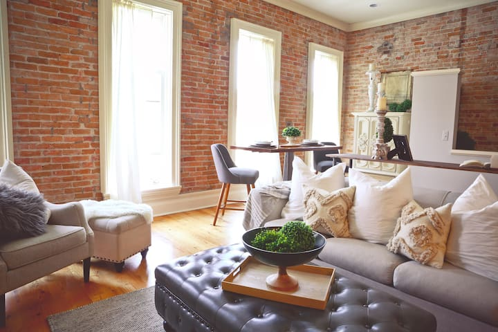 Four large windows overlook the beautiful & historic Battle Alley