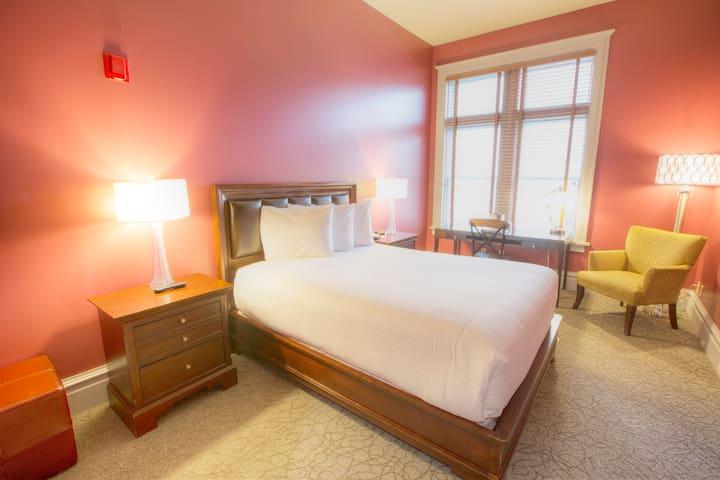 Downtown Spokane- Private Queen Room