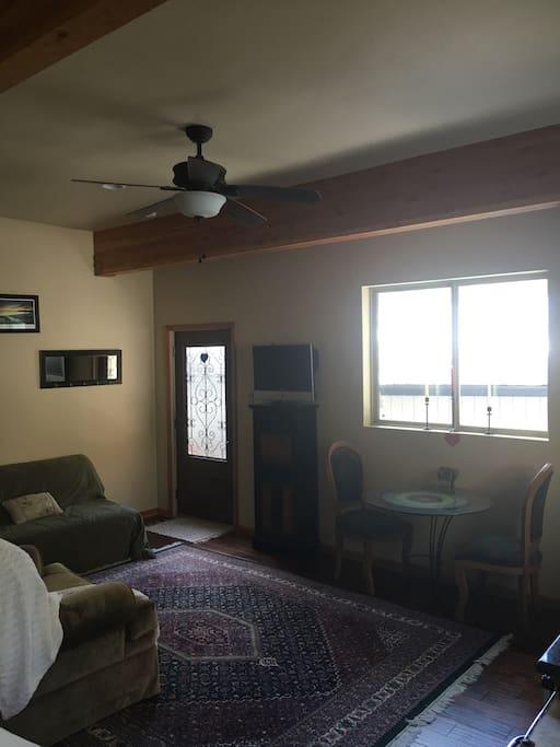 Sofa/futon, cable TV, wi-fi,