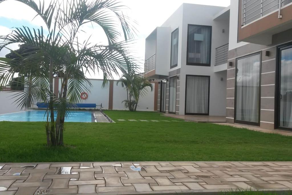 Villa avec piscine pr s a roport ivato chambres d for Chambres d hotes herault avec piscine