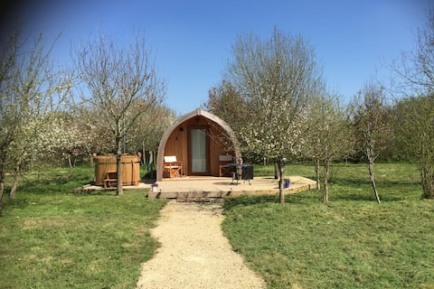 Russet Pod in rural Hampshire with hot tub