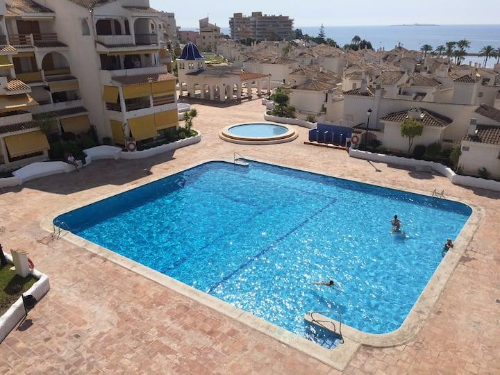 Residencial Varadero, triplex con piscina y aire.