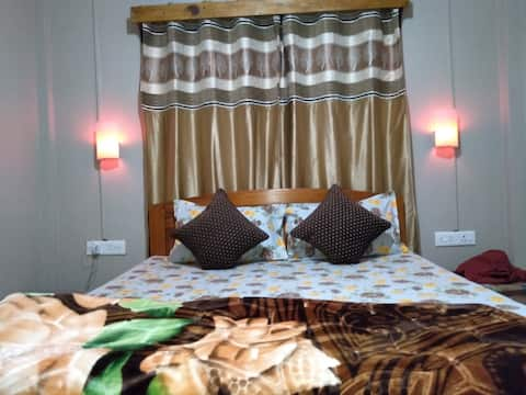 B.E. KYNMAWLEM HOMESTAY. (2 Bed Room)