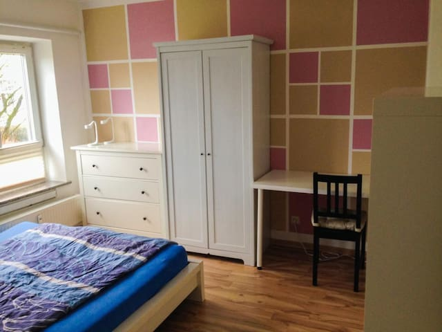 Möbeliertes Zimmer nähe Innenstadt - Lübeck - Appartement