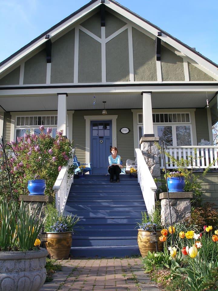 Room in Victoria  3 BDRM Heritage Home