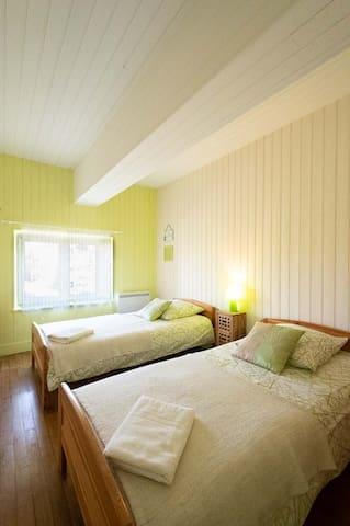 Chambre 2 avec 2 lits de 90 * 190