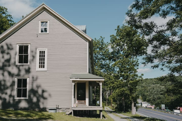The Starling at Pond Eddy: Boardinghouse Rooms
