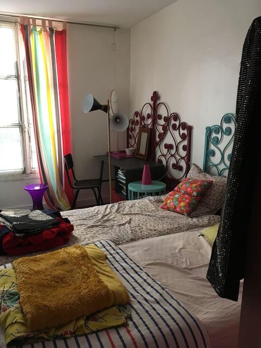 la chambre à deux lits jumeaux