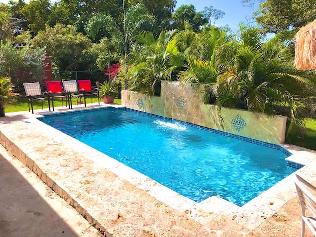 Beach home, Private Pool,Walking distance Biobay!!