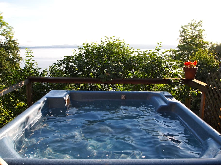 hot tub overlooking the Hudson