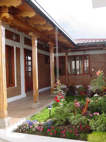 Beautiful house in Atuntaqui - Atuntaqui - Rumah