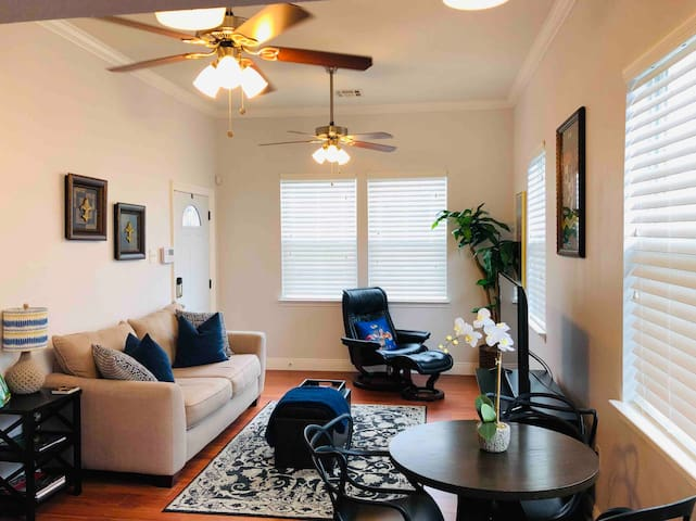 Crystal Clean Cozy New Orleans Style Home!