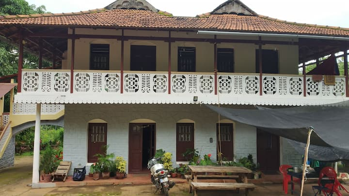 Backpackers Hostel, Jeep, trekking, cycling, food