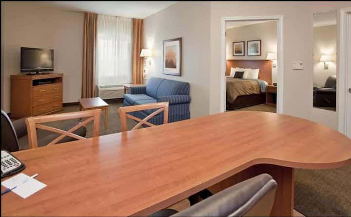 Chic Suite Double Bed At Kansas City Area