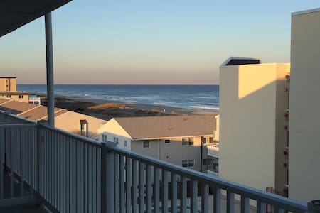 Ocean view, steps to beach, light & bright in OCMD