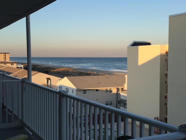 Ocean view, steps to beach, light & bright in OCMD